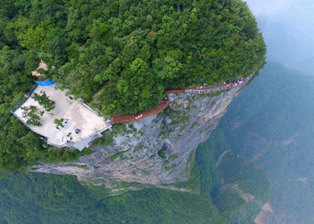 glass-bridge-zhangjiajie-national-forest-park-tianmen-mountain-hunan-china-13