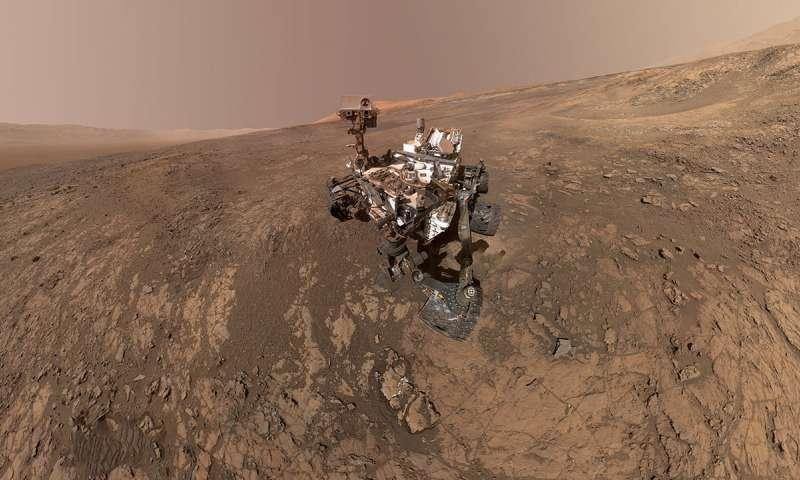 Curiosity rover on Vera Rubin Ridge