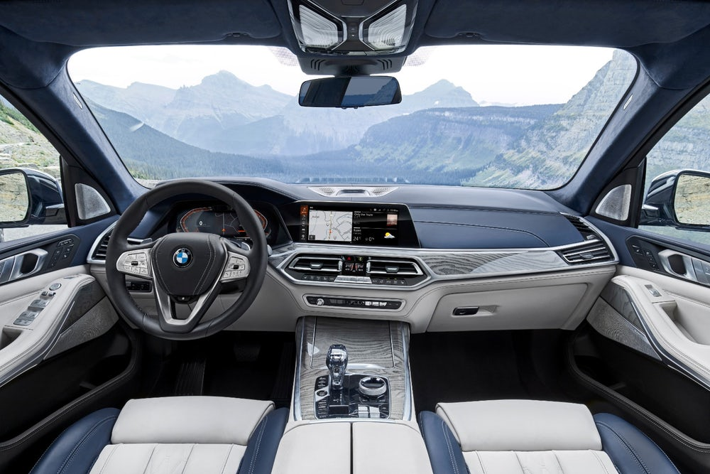 2019 BMW X7: elbow room in the driver's seat will not be an issue