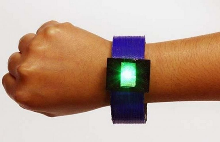 LED bangle, including a lithium-ion battery, was made entirely by 3D printing