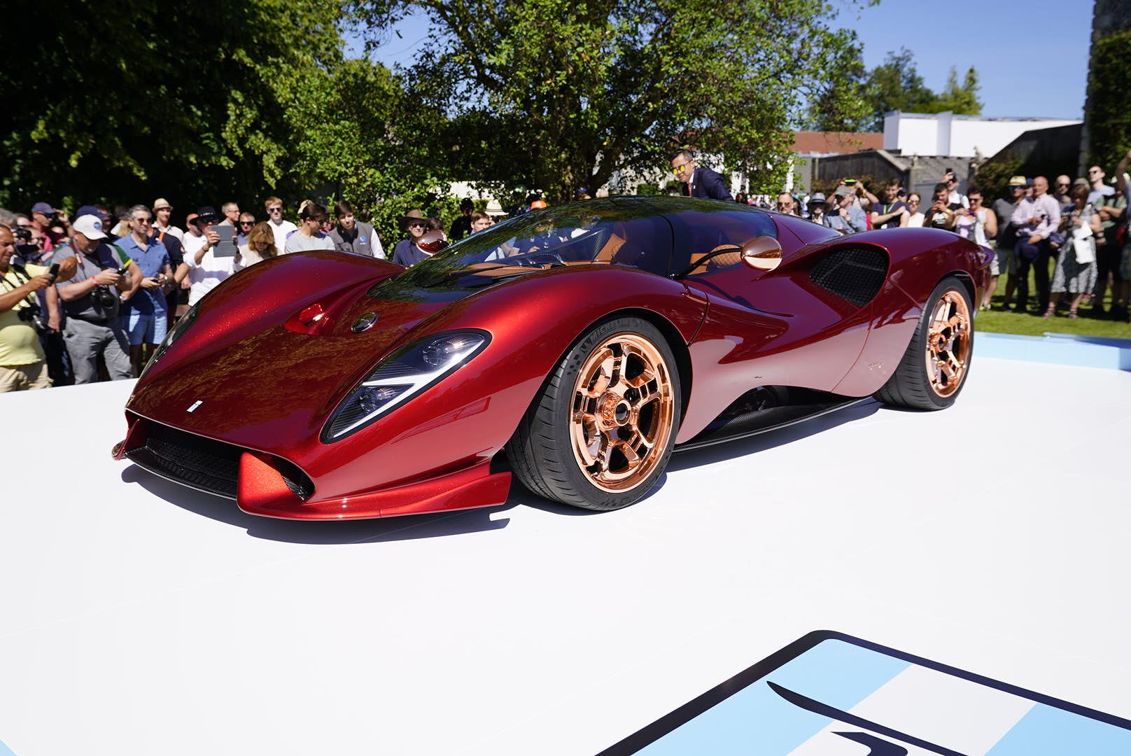 Extraordinary curves of the De Tomaso P72 stun the Goodwood crowd