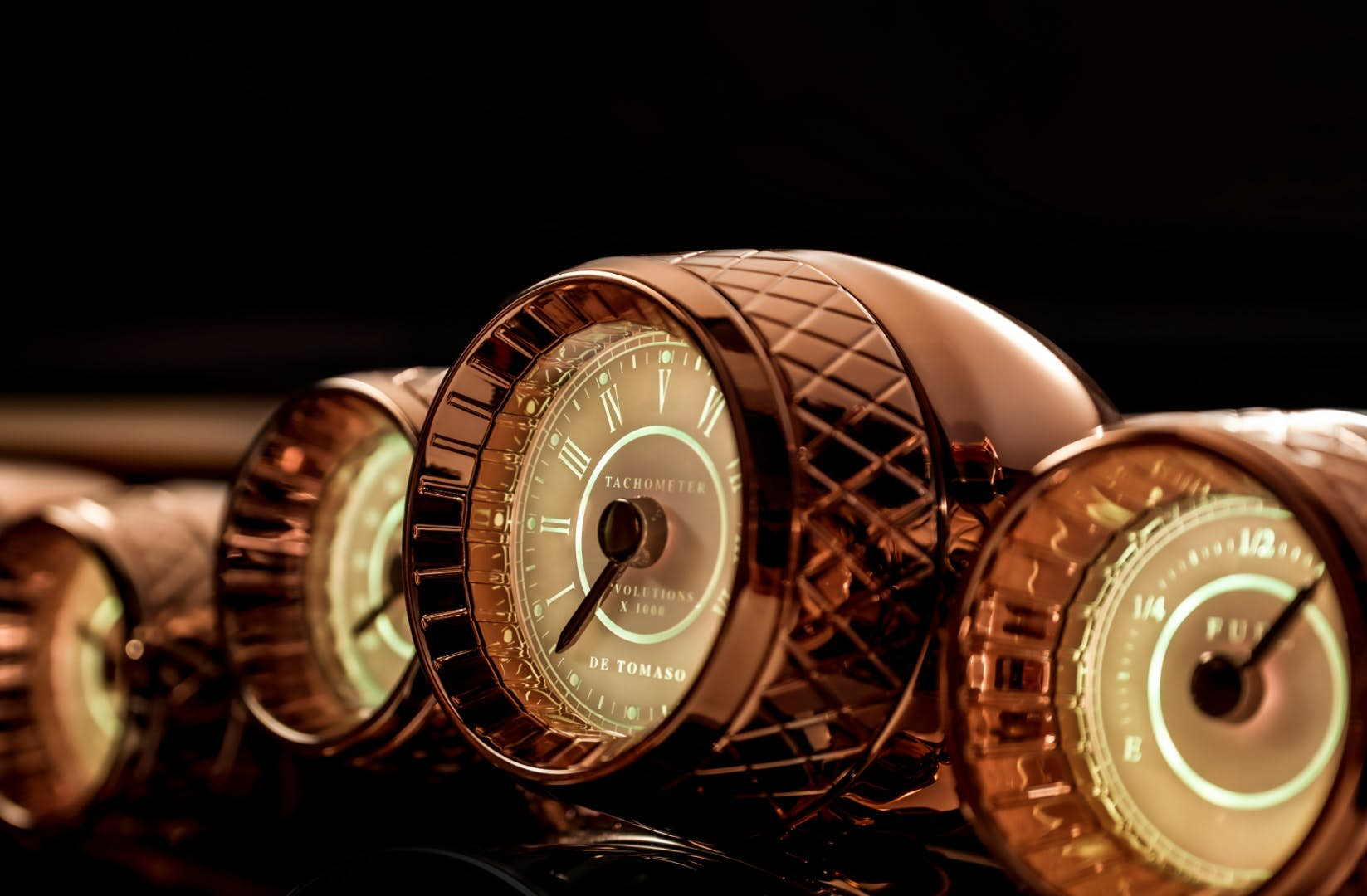 Beautifully detailed retro gauges inside the De Tomaso P72