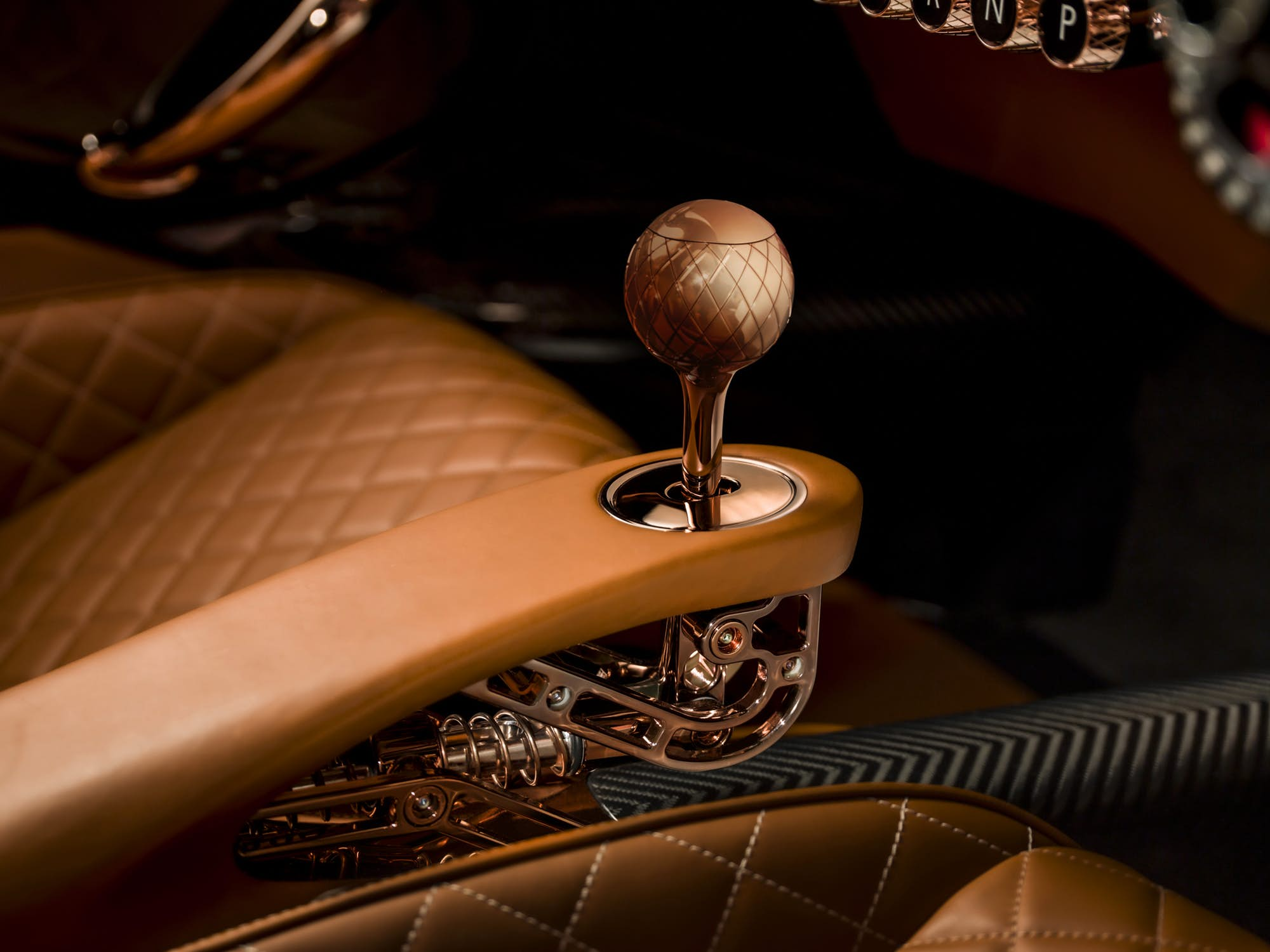 This gearshift lever mechanism design borders on steampunk